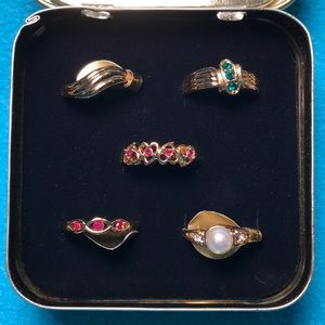 Jewelry - NWT-size 7, set of 5, costume jewelry rings in box